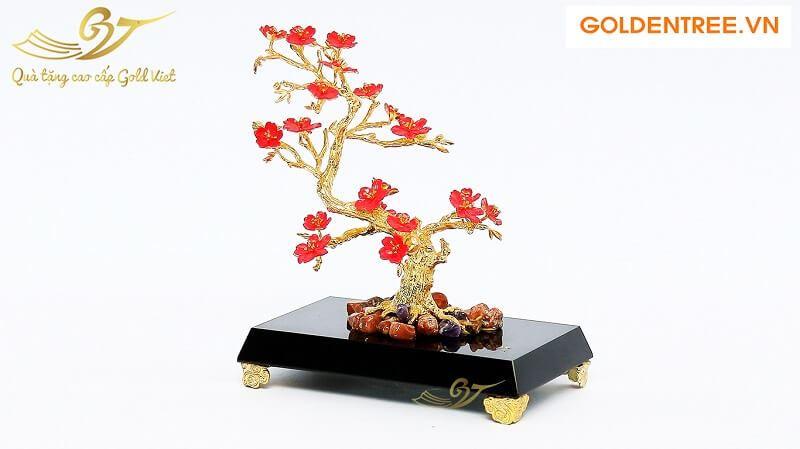 Cây đào mạ vàng hoa đỏ