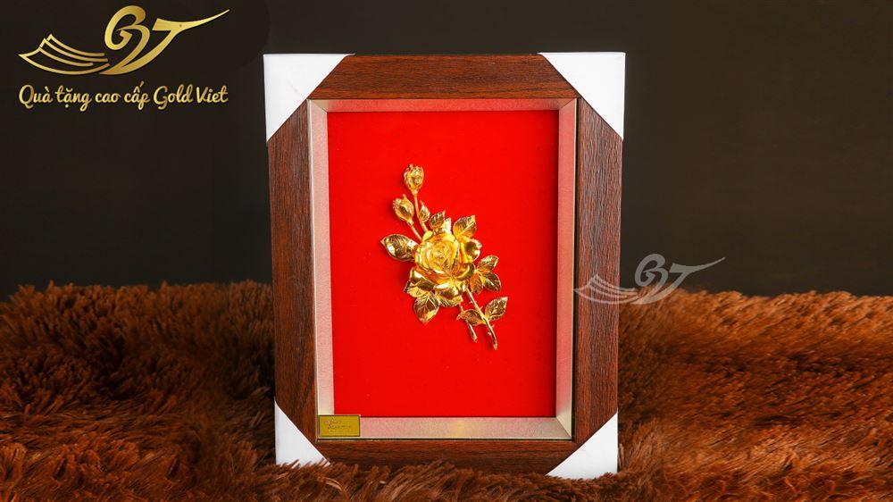 tran hoa hồng mạ vàng