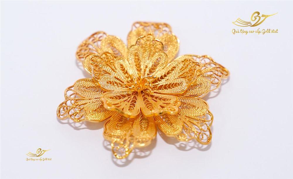 Hoa cài áo mạ vàng mẫu 002