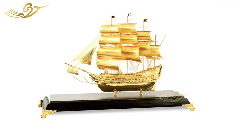 mô hình thuyền mạ vàng 12