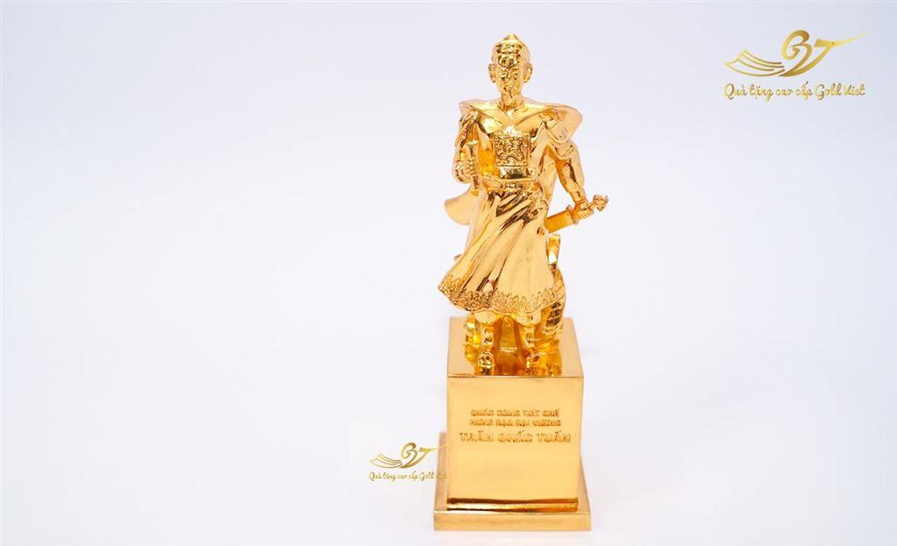 Tượng Trần Quốc Tuấn Cầm Chiếu Thư Mạ Vàng - C22 cm