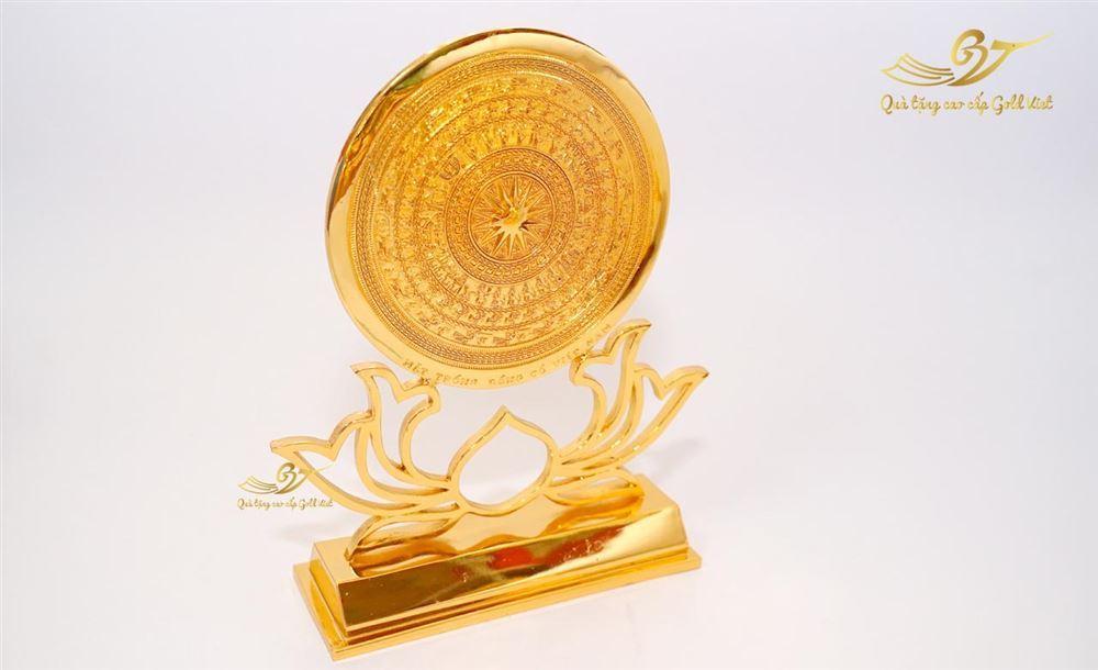 Mặt trống đồng đế hoa sen cách điệu mạ vàng (Cỡ 1)