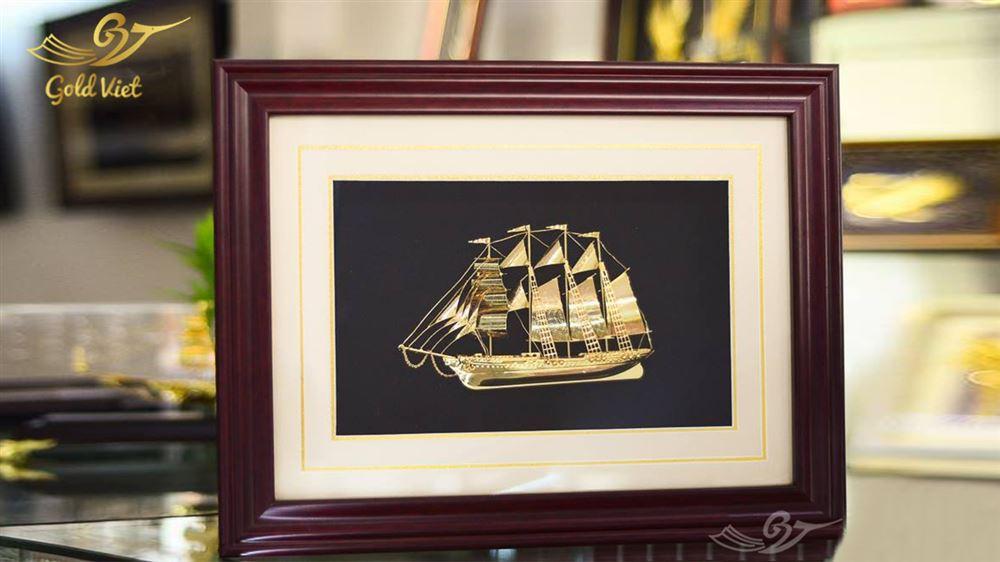 tranh thuyền mạ vàng