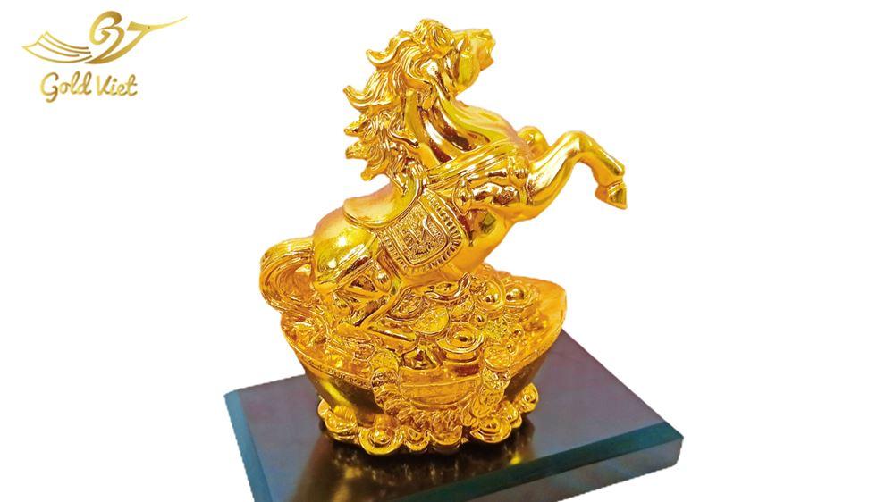 ngựa vàng 2